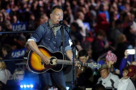 Recording artist Bruce Springsteen performs during a campaign event for U.S. Democratic presidential nominee Hillary Clinton in Philadelphia, Pennsylvania, U.S. November 7, 2016. REUTERS/Carlos Barria