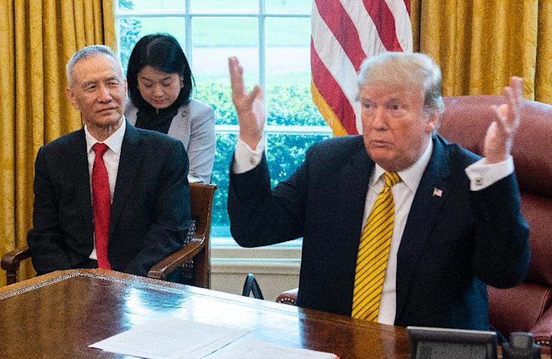 US President Donald Trump (R) during a trade meeting with China's Vice Premier Liu He (L) in the Oval Office at the White House in Washington, on April 4, 2019 (AFP Photo/Jim WATSON)