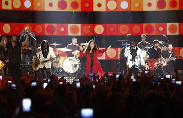 Earth, Wind & Fire and Lady Antebellum perform at the conclusion of the CMT Music Awards. (Photo by Wade Payne/Invision/AP)
