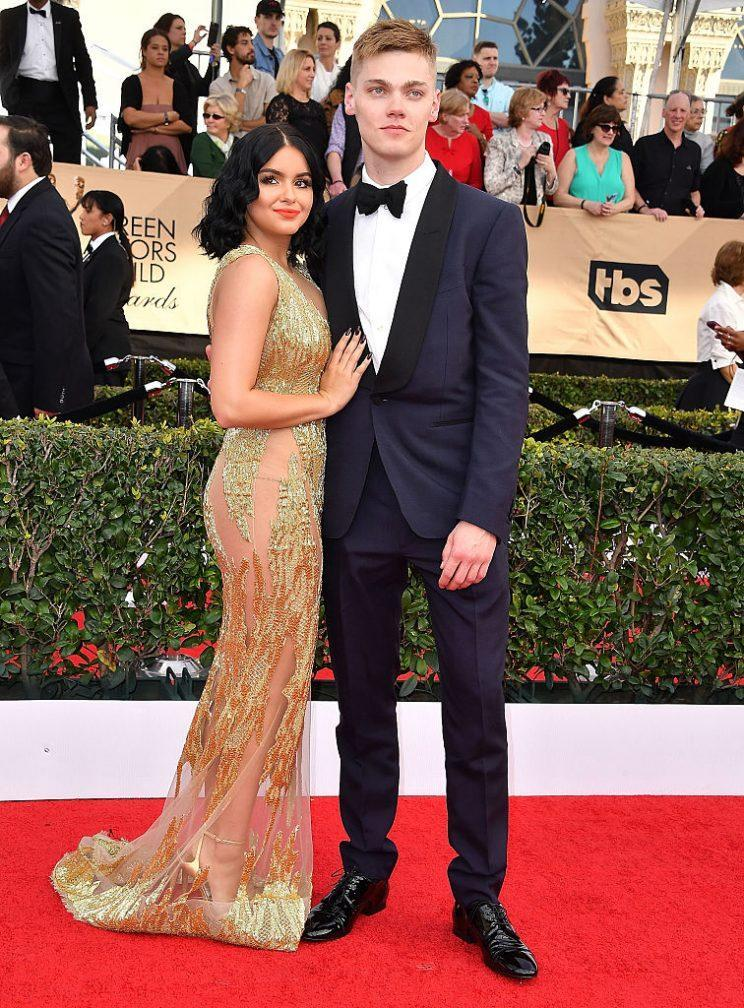 Ariel Winter and Levi Meaden at the 2017 SAG awards. (Photo: Getty Images)