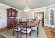 <p>A simple yet refined chandelier adds elegance to mealtime.</p>