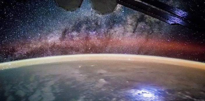 This Incredible Photo From the ISS Shows the Center of the Galaxy