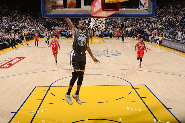 OAKLAND, CA - OCTOBER 31: Kevin Durant #35 of the Golden State Warriors dunks the ball against the New Orleans Pelicans on October 31, 2018 at ORACLE Arena in Oakland, California. (Photo by Noah Graham/NBAE via Getty Images)