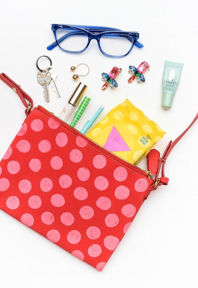 "<p>Make <a href=""http://thecraftedlife.com/10-minute-diy-polka-dot-purse/"" target=""_blank"" class=""ga-track"" data-ga-category=""Related"" data-ga-label=""http://thecraftedlife.com/10-minute-diy-polka-dot-purse/"" data-ga-action=""In-Line Links"">this cute polka-dot purse</a> for the girlie girl in your life.</p>"