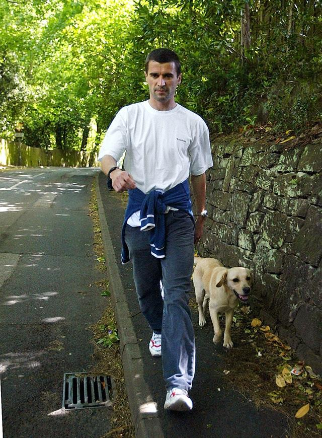 Keane with his dog Triggs after leaving Ireland's World Cup squad in 2002 (Martin Rickett/PA)