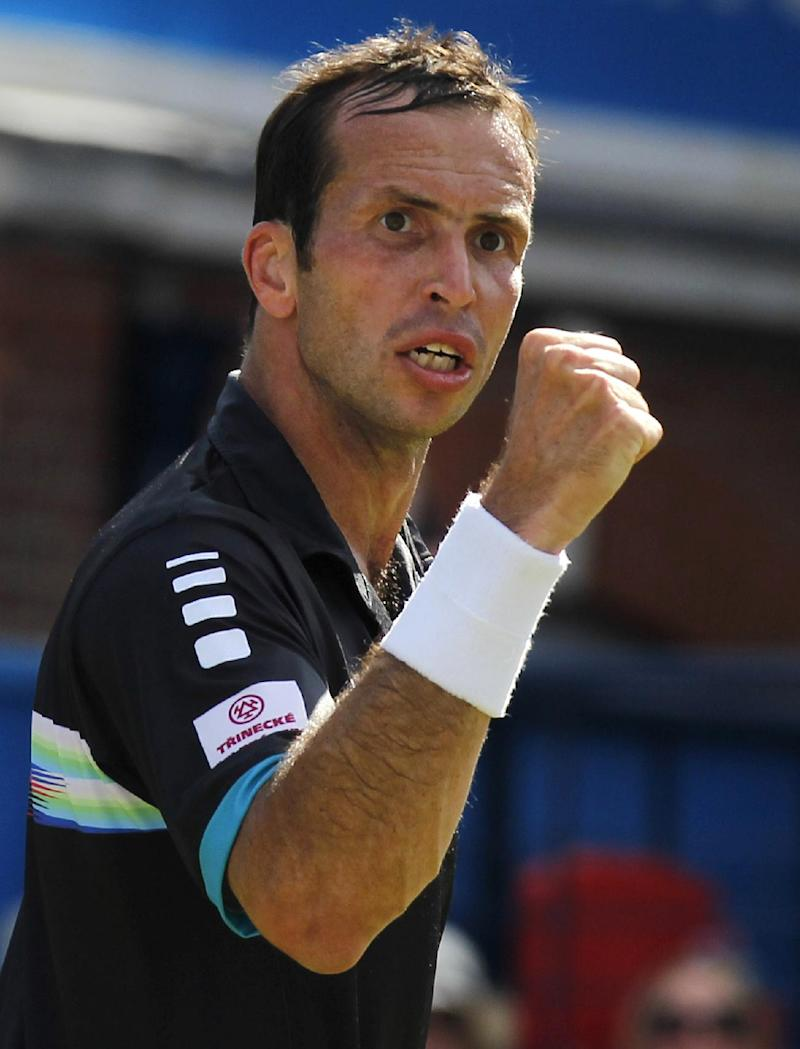 Murray falls to Stepanek in Queen's 3rd round