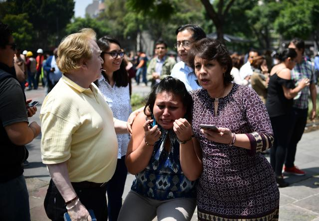 <p>People react as a real quake rattles Mexico City on September 19, 2017 as an earthquake drill was being held in the capital. (Photo: Ronaldo Schemidt/AFP/Getty Images) </p>