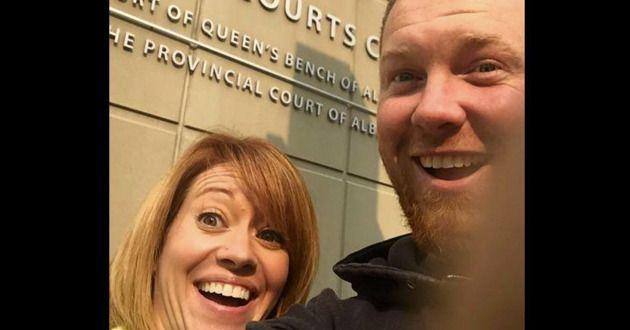 Sharon and Chris Neuman pose for a selfie after filing for divorce. Their photo has since gone viral. (Photo: CricketHD/YouTube)