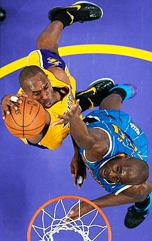 Lakers get charge from Kobe's dunk