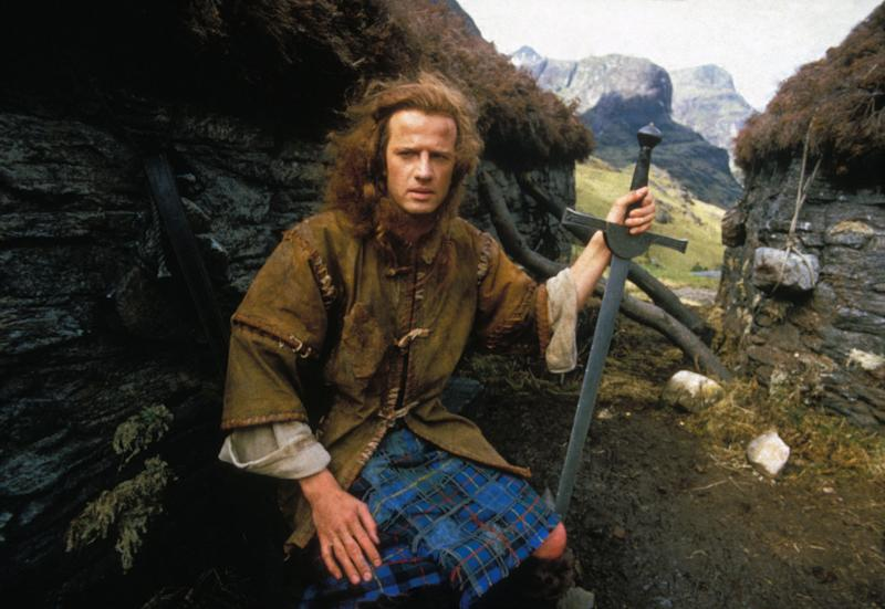 Christophe Lambert joue Robert Heart dans 'Highlander', en juin 1985, Royaume-Uni. (Photo by Georges DE KEERLE/Gamma-Rapho via Getty Images)