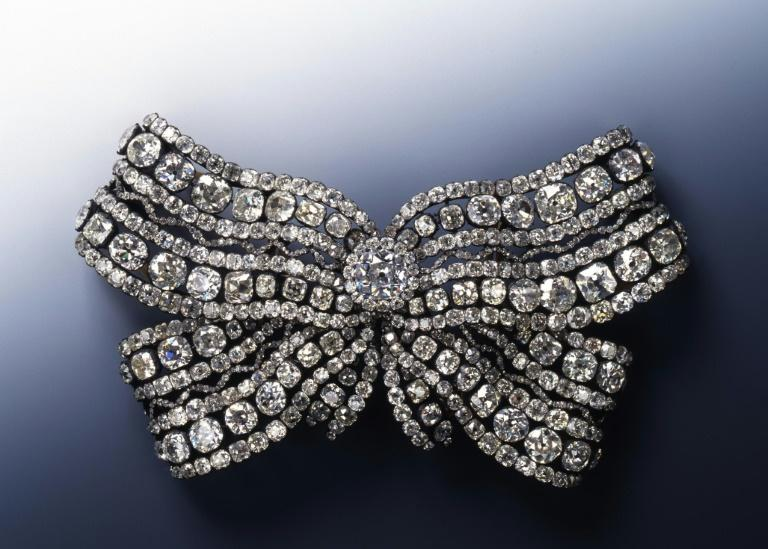 The stolen pieces include a diamond bow with 662 stones