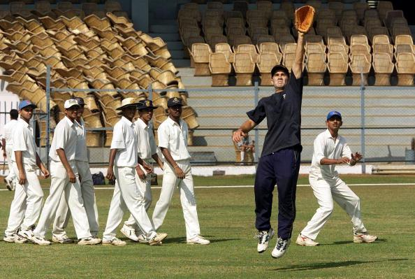 21 Feb 2001:  Justin Langer of Australia leaps for a catch, during training at the Cricket Club of India, Mumbai, India. X DIGITAL IMAGE  Mandatory Credit: Hamish Blair/ALLSPORT