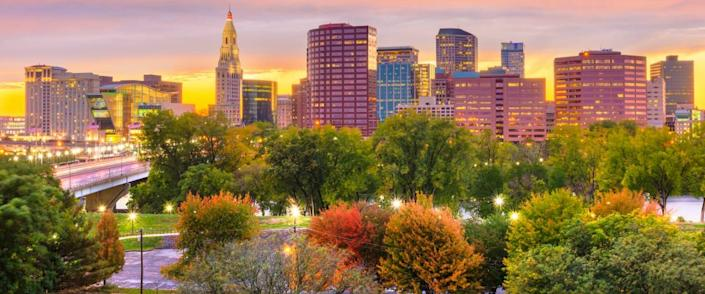Hartford, Connecticut, USA downtown skyline.