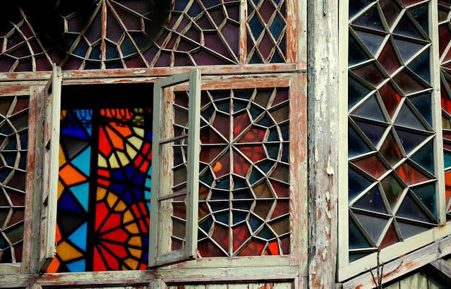 <p>A stained glass window is seen in the old town, Tbilisi, Georgia, April 6, 2017. (Photo: David Mdzinarishvili/Reuters) </p>