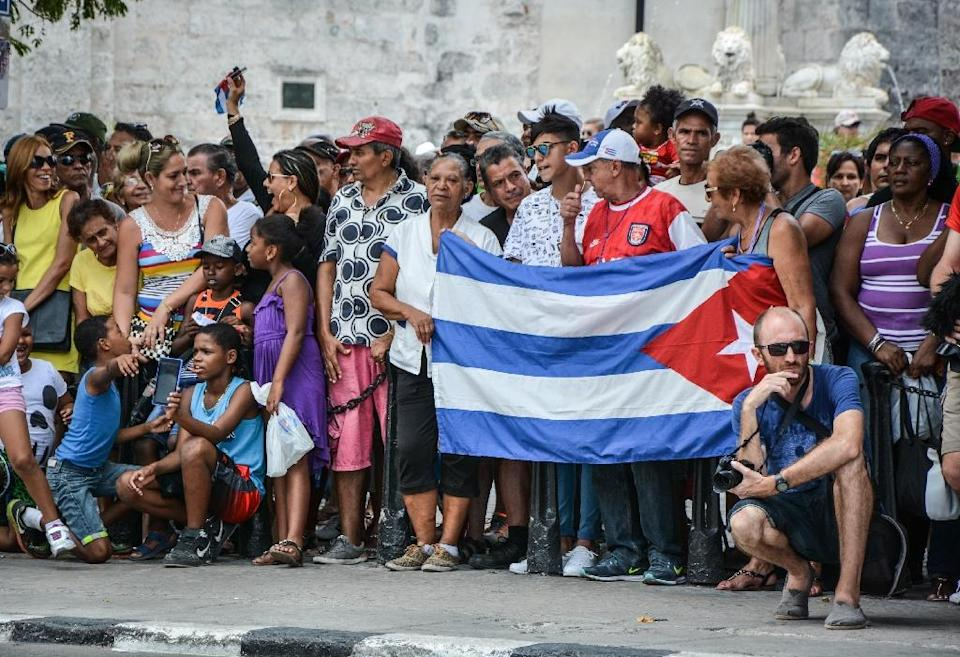 Cubans wait for passengers of the first US-to-Cuba cruise to disembark in the port of Havana, on May 2, 2016 (AFP Photo/Jorge Beltran)