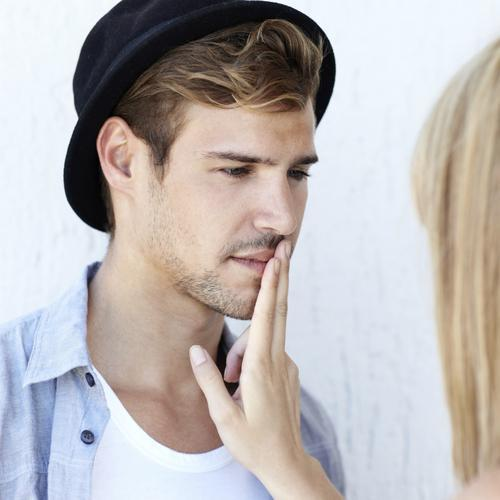 10 MAJOR Signs He's Definitely Cheating On You