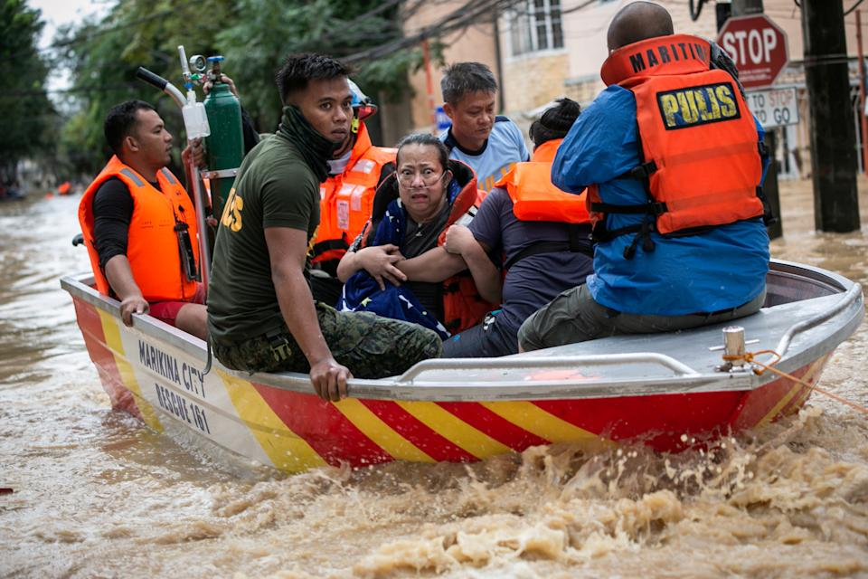 FILE PHOTO: Woman receiving supplemental oxygen reacts as rescuers evacuate her from a submerged village during Typhoon Vamco in Marikina on November 12, 2020. (Source: REUTERS/Eloisa Lopez)