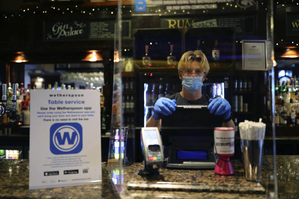 The offer began Sunday afternoon and will end 4 November at 10pm when all pubs, restaurants and non-essential shops shut for a month as per the rules of the new lockdown. Photo: Aaron Chown/PA via AP