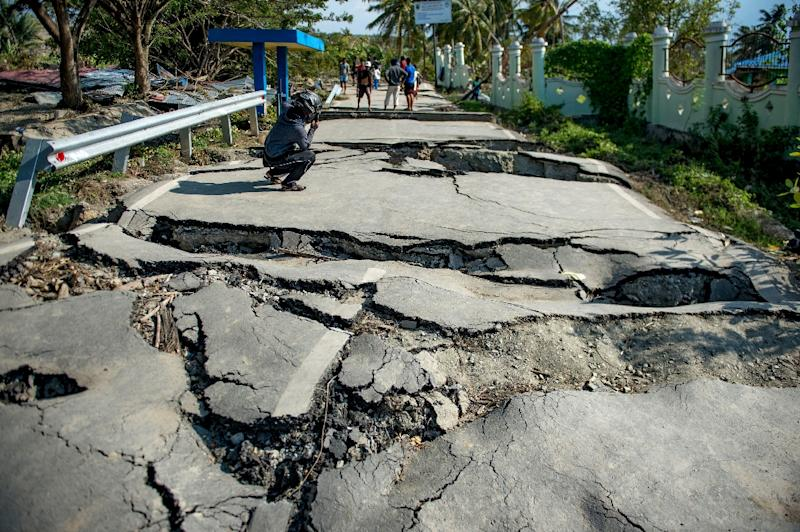 Having a paved surface does not protect you from the liquefaction (AFP Photo/Bay ISMOYO)