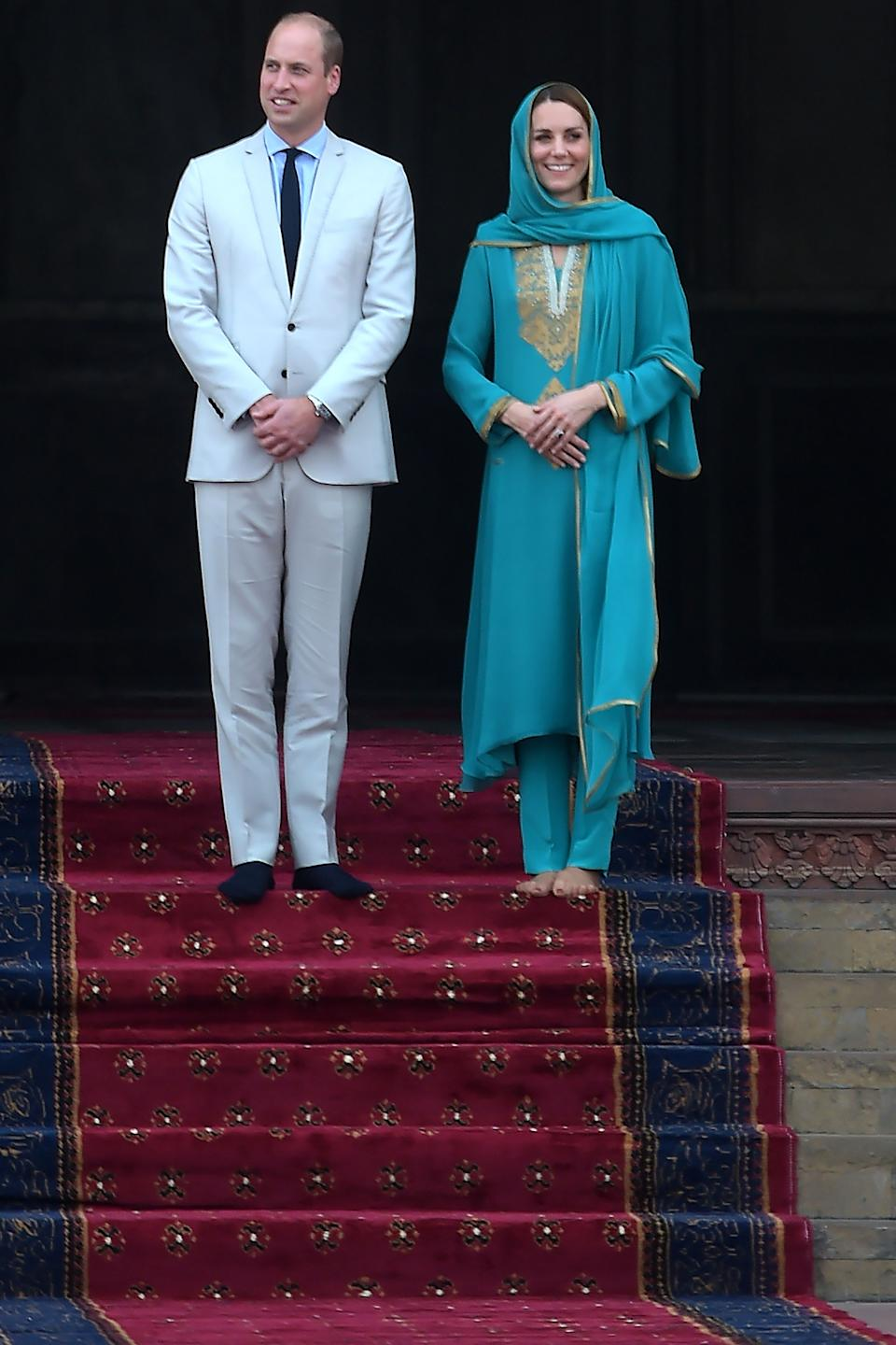 Kate wore a green shalwar kameez and matching head scarf by Pakistani designer Maheen Khan for the Badshahi mosque visit. [<em>Photo: Getty]</em>