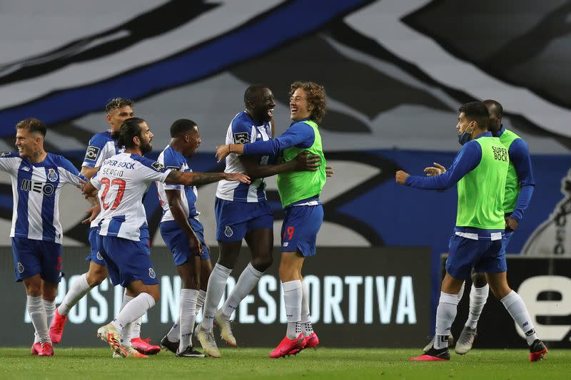 Porto get nervous as arch rivals Benfica implode