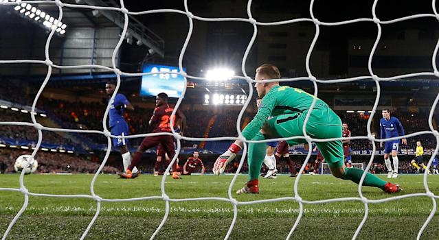 Soccer Football - Champions League Round of 16 First Leg - Chelsea vs FC Barcelona - Stamford Bridge, London, Britain - February 20, 2018 Chelsea's Willian scores their first goal Action Images via Reuters/Matthew Childs