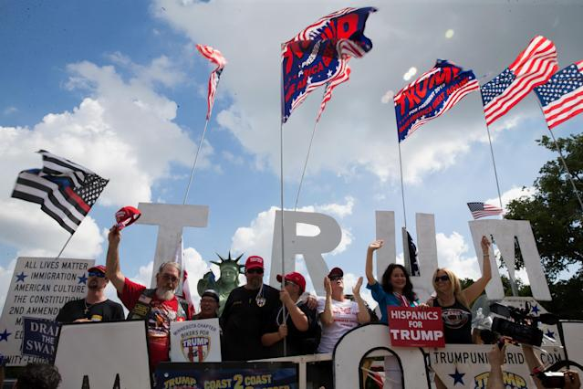 <p>Pro-Trump supporters rally on the National mall on Sept.16, 2017 in Washington. (Photo: Tasos Katopodis/Getty Images) </p>