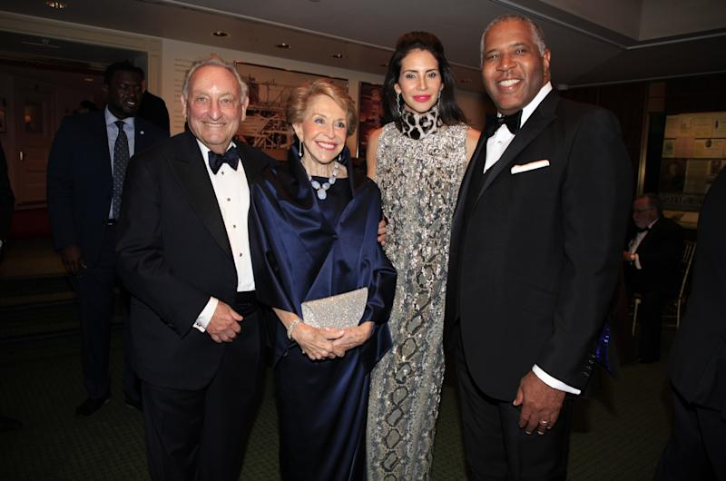 Sandy Weill Becomes Carnegie Hall's First $100 Million Man