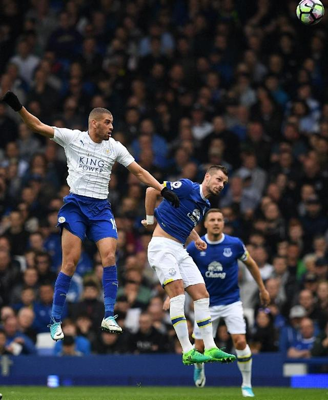 Leicester City's striker Islam Slimani (L) vies with Everton's striker Kevin Mirallas during the English Premier League football match between Everton and Leicester City at Goodison Park in Liverpool, north west England on April 9, 2017 (AFP Photo/Paul ELLIS)