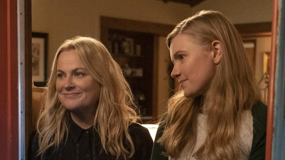 Amy Poehler and Hadley Robinson in 'Moxie' (Netflix)