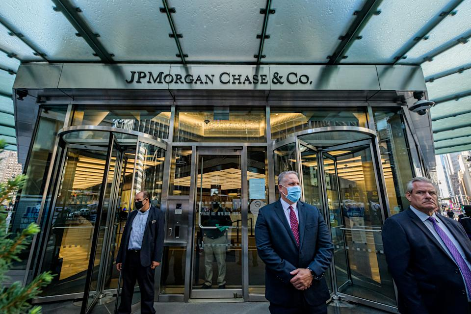 MANHATTAN, NEW YORK, UNITED STATES - 2020/10/02: Main entrance at JPMorgan Chase headquarters in New York City. (Photo by Erik McGregor/LightRocket via Getty Images)