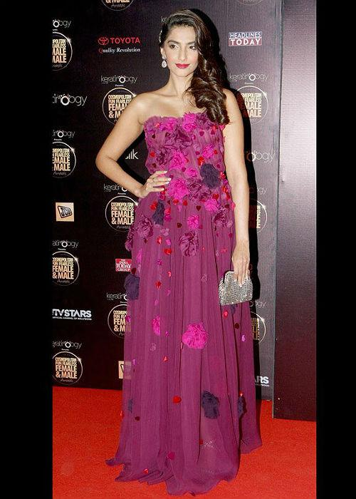 "<p class=""MsoNormal""><strong style="""">Sonam Kapoor:</b> <br>Sonam's side braid sometimes looks like a slim tail, looking funny! But, here's a change! The wavy side-swept look and the glittery pink gown, makes her look classy and stylish. After all, the style diva cannot go wrong every time she experiments.</p>"