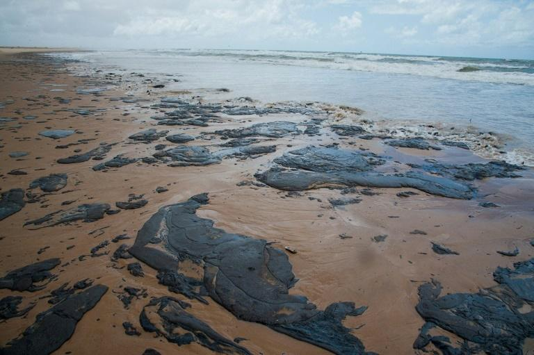 A handout picture released by the Sergipe State Environment Administration on September 25, 2019, shows oil spilled on a beach in Pirambu, Sergipe state, Brazil (AFP Photo/HO)