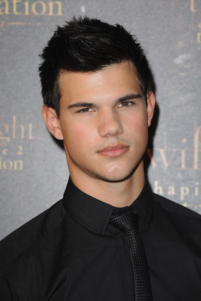 """<a href=""""http://movies.yahoo.com/movie/contributor/1808598632"""">Taylor Lautner</a> at the Paris photocall for <a href=""""http://movies.yahoo.com/movie/1810055802/info"""">The Twilight Saga: New Moon</a> - 11/10/2009"""