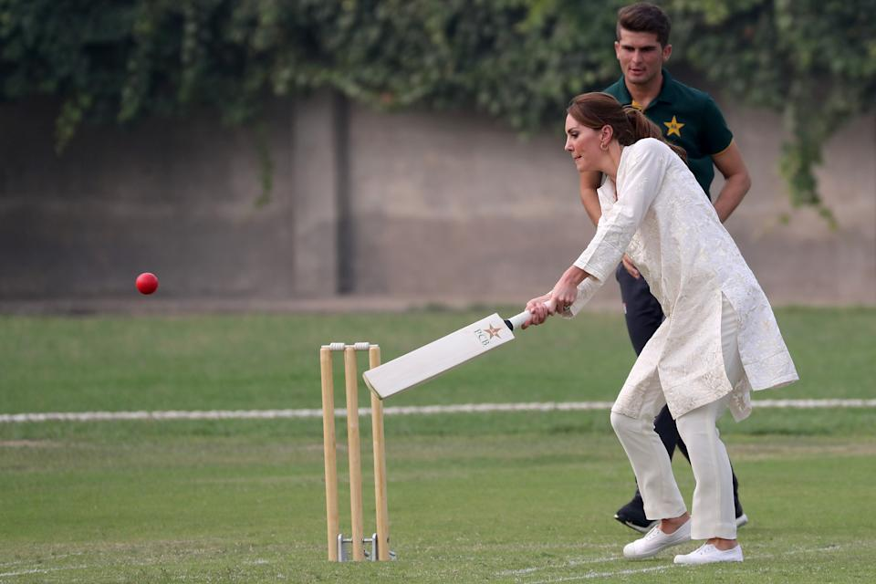 LAHORE, PAKISTAN - OCTOBER 17: Catherine, Duchess of Cambridge plays cricket during her visit at the National Cricket Academy during day four of their royal tour of Pakistan on October 17, 2019 in Lahore, Pakistan. The British Council runs the DOSTI program to promote sport as an integral part of child development.  (Photo by Chris Jackson/Getty Images)