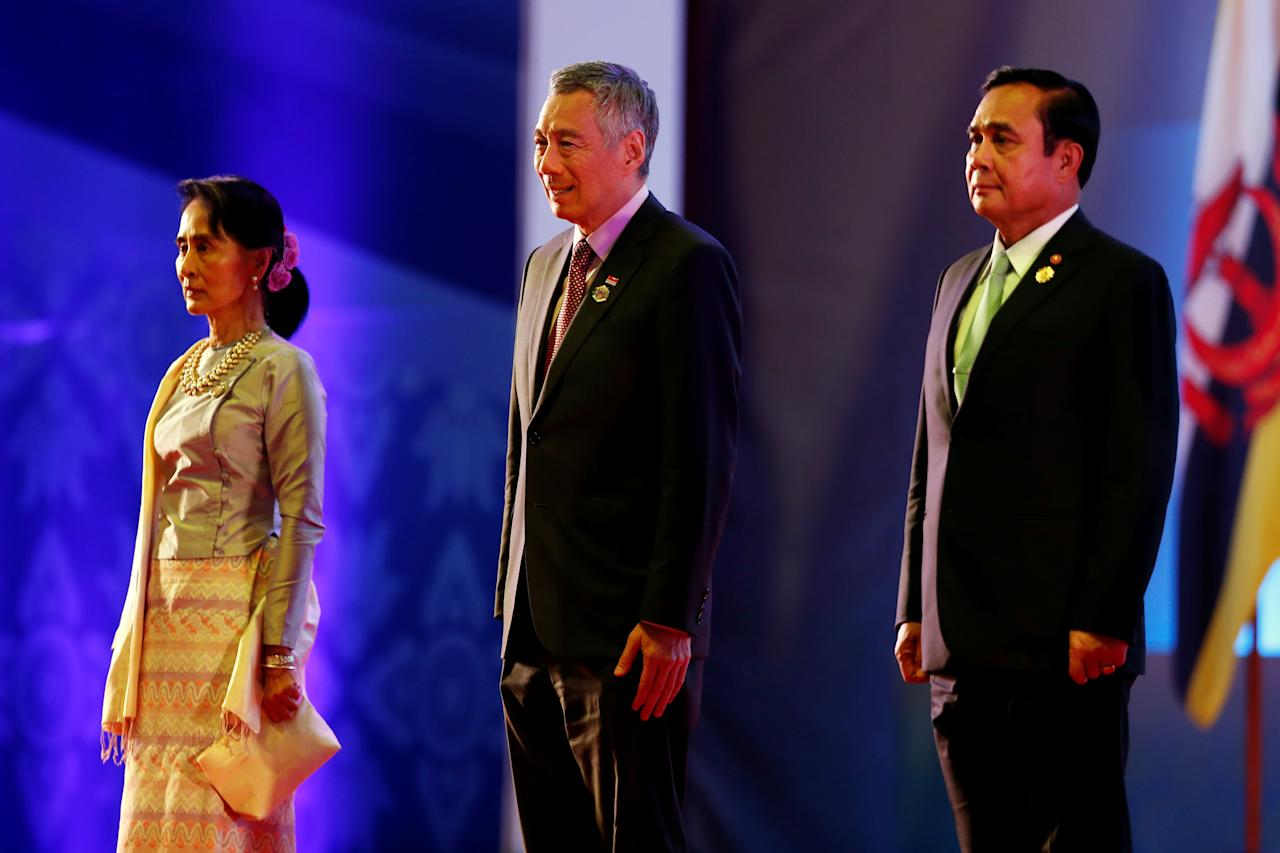 Myanmar leader Aung San Suu Kyi (L), Singapore's Prime Minister Lee Hsien Loong and Thailand PM Prayuth Chan-ocha attend the opening ceremony of ASEAN Summit in Vientiane, Laos September 6, 2016. REUTERS/Jorge Silva