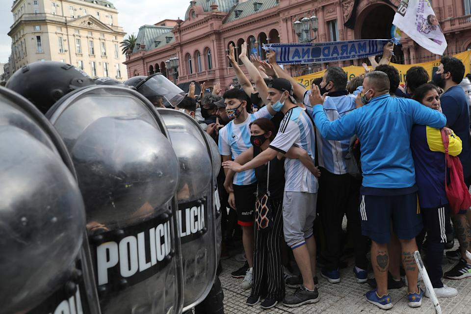 <p>Hundreds of fans were confronted by police as they pushed to see Diego Maradona's coffin inside the presidential palace in Buenos Aires</p>AP