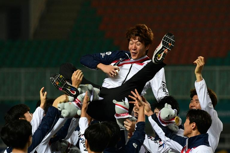Team-mates threw Hwang Ui-jo in the air after his scoring spree led South Korea to victory in the 2018 Asian Games