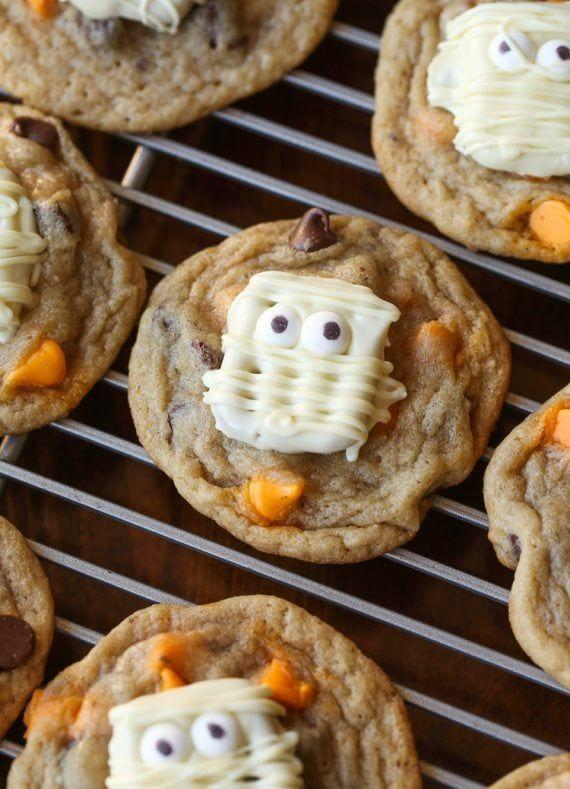 "<p>Desserts on desserts.</p><p>Get the recipe from <a href=""https://cookiesandcups.com/paranormal-pretzel-cookies/"" rel=""nofollow noopener"" target=""_blank"" data-ylk=""slk:Cookies and Cups"" class=""link rapid-noclick-resp"">Cookies and Cups</a>. </p>"