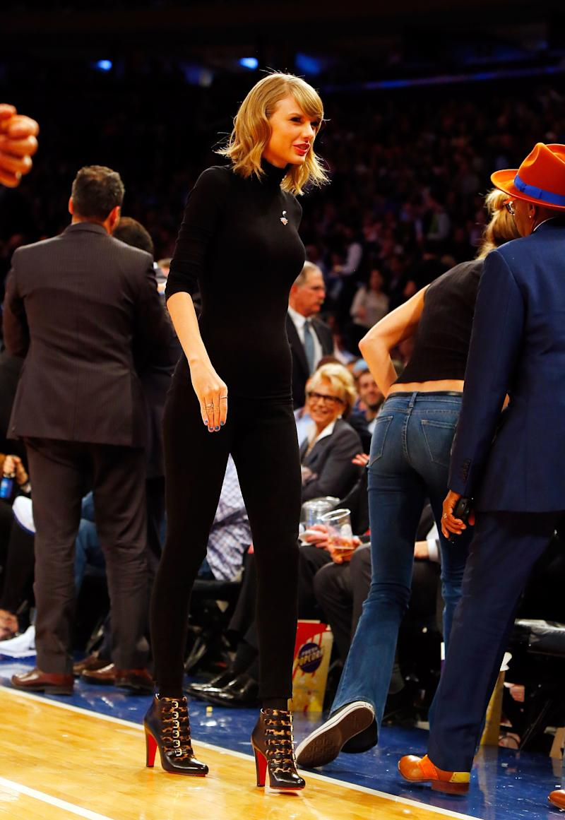 At a game between the New York Knicks and the Chicago Bulls at Madison Square Garden, singer Taylor Swift looked sleek in an all-black ensemble, paired with Christian Louboutin booties.
