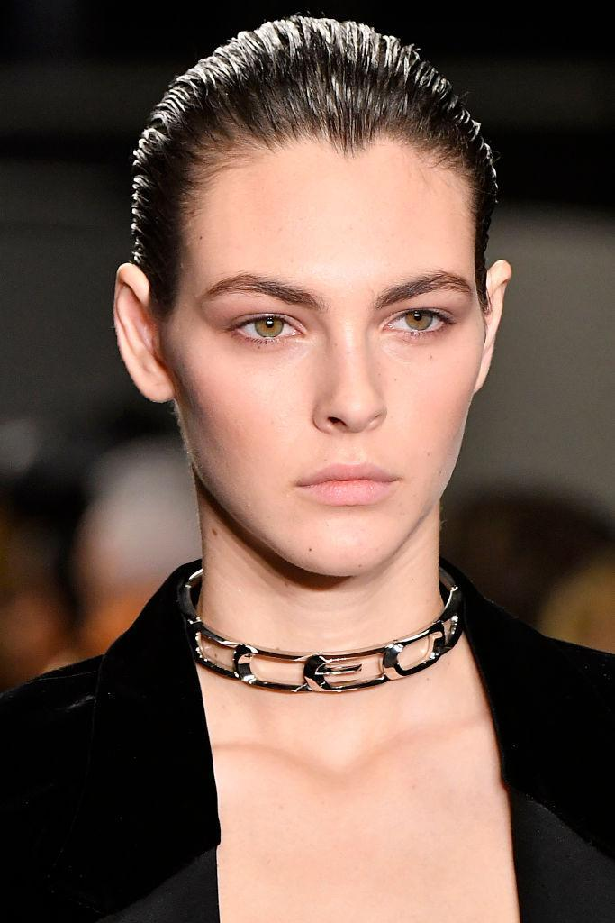 <p>Silver metal choker necklace at the Alexander Wang FW18 show. (Photo: Getty Images) </p>