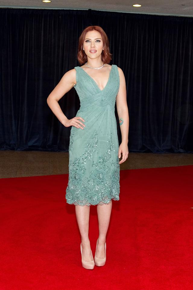 """<a href=""""http://movies.yahoo.com/movie/contributor/1800022348"""">Scarlett Johansson</a> arrives at the 2011 White House Correspondents' Association Dinner at the Washington Hilton on April 30, 2011 in Washington, DC."""