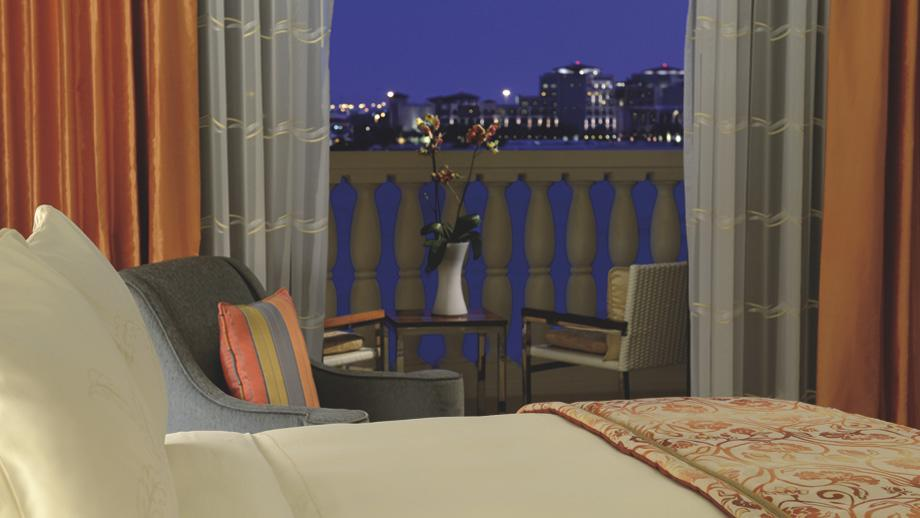 "The property features 447 luxurious guestrooms and suites, in addition to 85 private one- and two-bedroom villas. <span class=""itemContent"" style=""display: inline;"">Photo: www.ritzcarlton.com</span>"