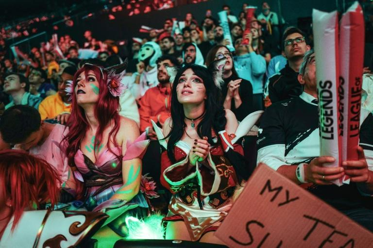 "The ""League of Legends"" world championship final in Paris was attebde by a youthful and colourful crowd"