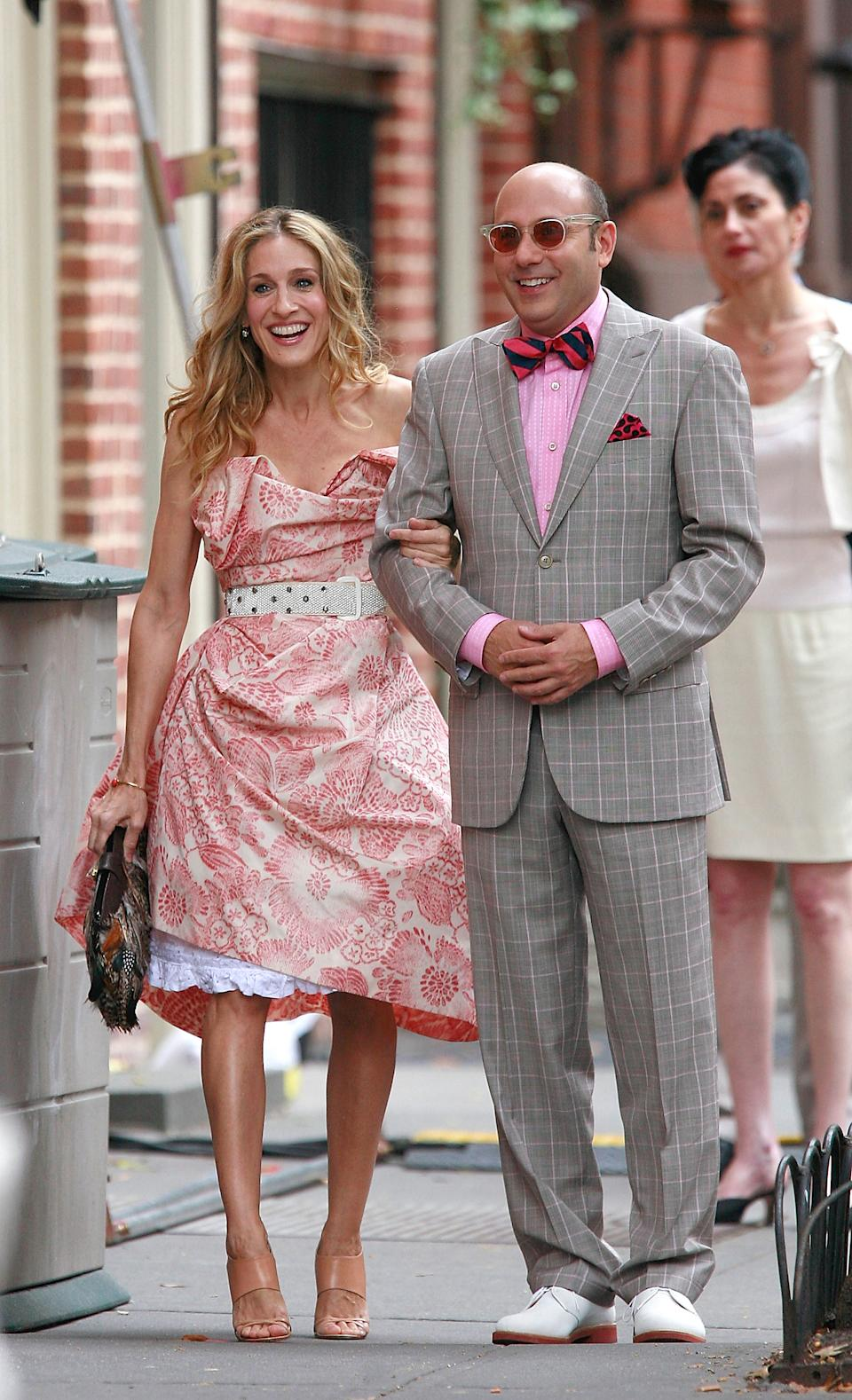 NEW YORK - OCTOBER 01:  Actress Sarah Jessica Parker  and actor Willie Garson sighting filming a scene for the movie