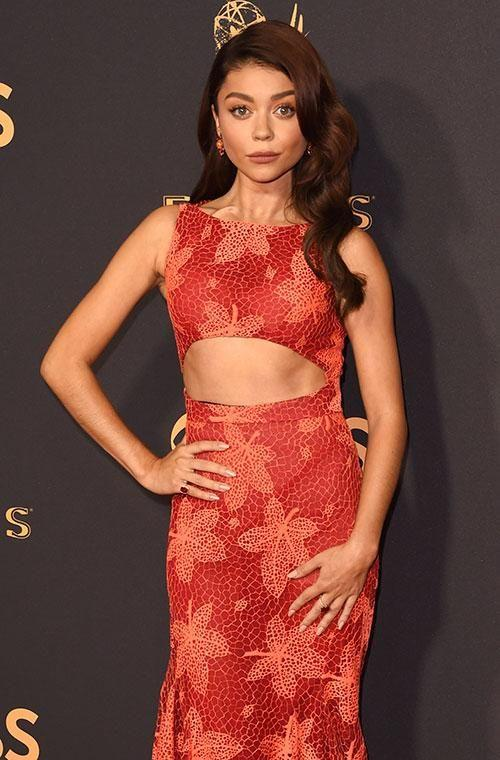 Sarah Hyland slaying in red at the 2017 Emmys. Photo: Getty