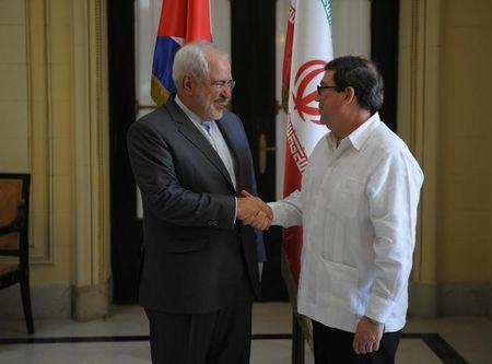 Iran's Foreign Minister Mohammad Javad Zarif (L) shakes hands with Cuba's Foreign Minister Bruno Rodriguez Parrilla during their meeting in Havana, Cuba, August 22, 2016. REUTERS/Stringer