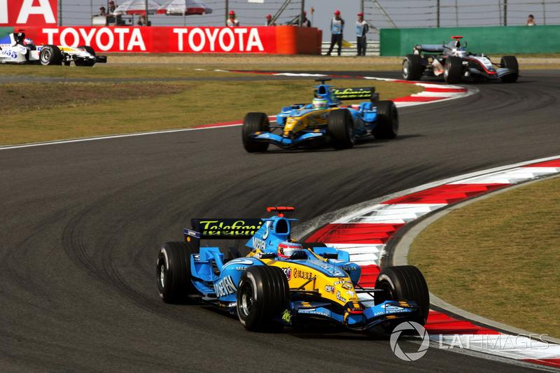 "Fernando Alonso, Renault F1 Team R25<span class=""copyright"">Sutton Motorsport Images</span>"