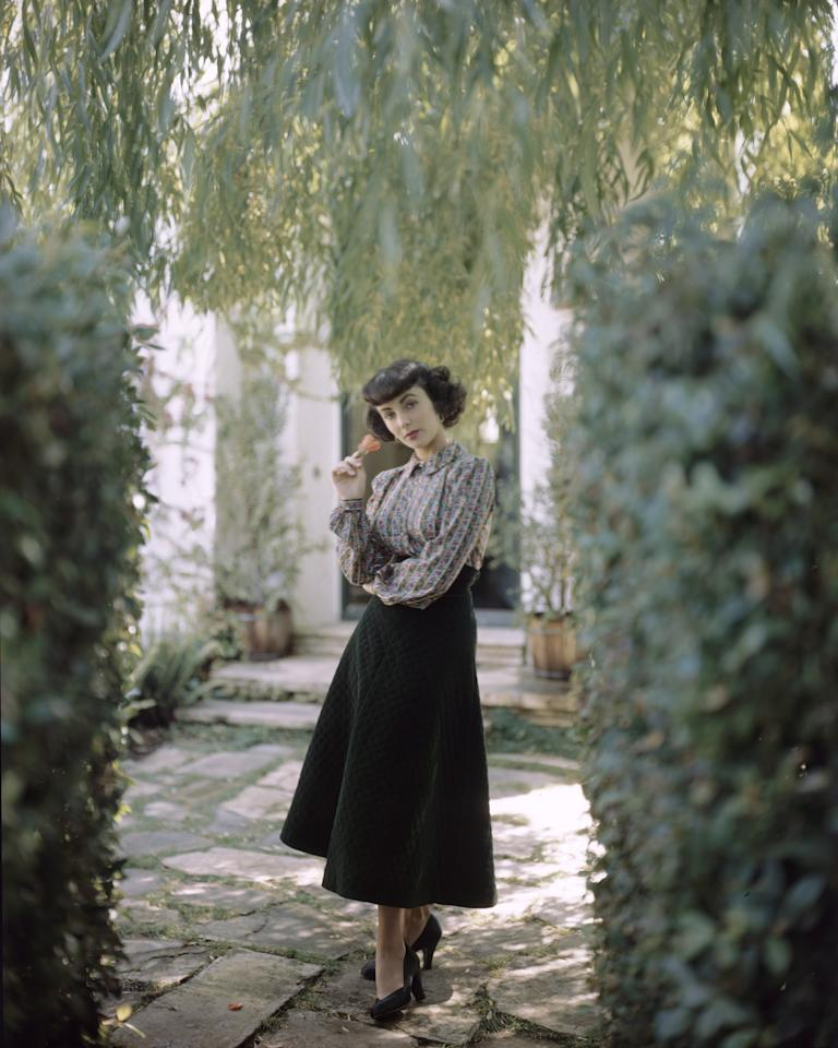<p>Elizabeth Taylor in a quilted velveteen skirt and a rhinestone-buttoned blouse by Hi-Dee, October 1948.</p>