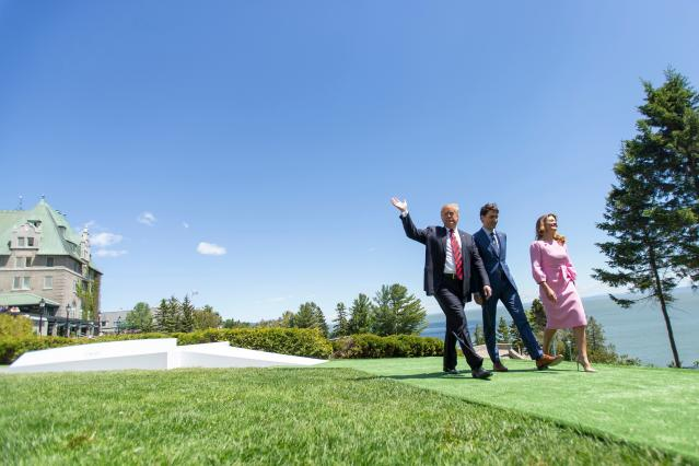 <p>President Donald Trump (L) walks with Canadian Prime Minister Justin Trudeau (C) and Sophie Gregoire Trudeau during the G7 Summit in La Malbaie, Quebec, Canada, June 8, 2018. (Photo: Geoff Robins/AFP/Getty Images) </p>